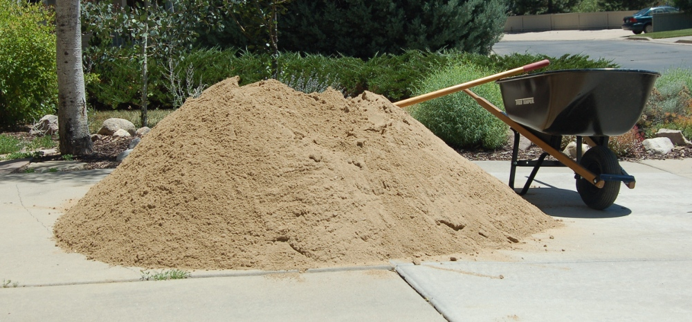 2 tons of sand