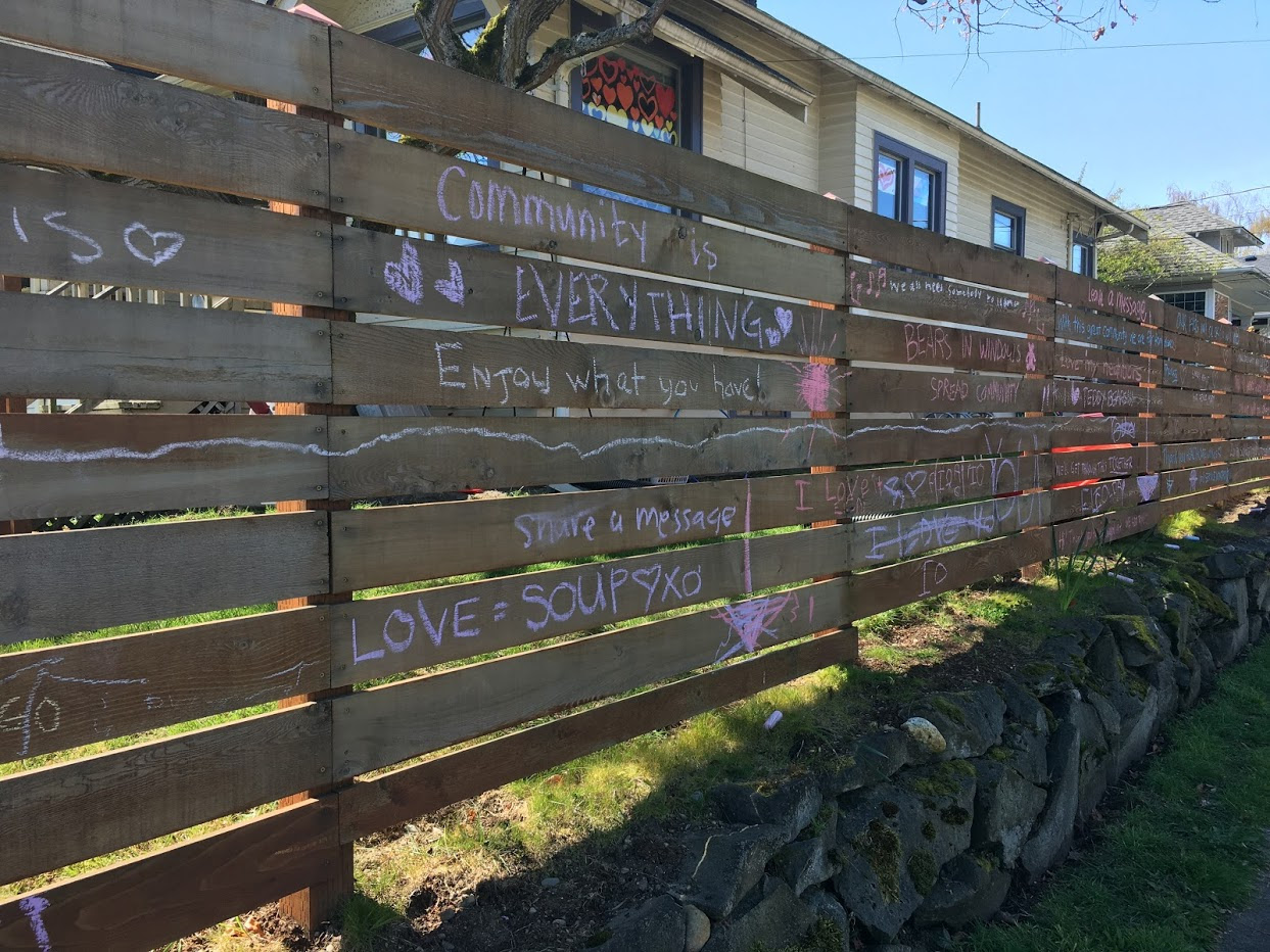 Fence with encouragements written in chalk.